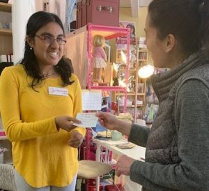 Baneesha receiving note from Chandra